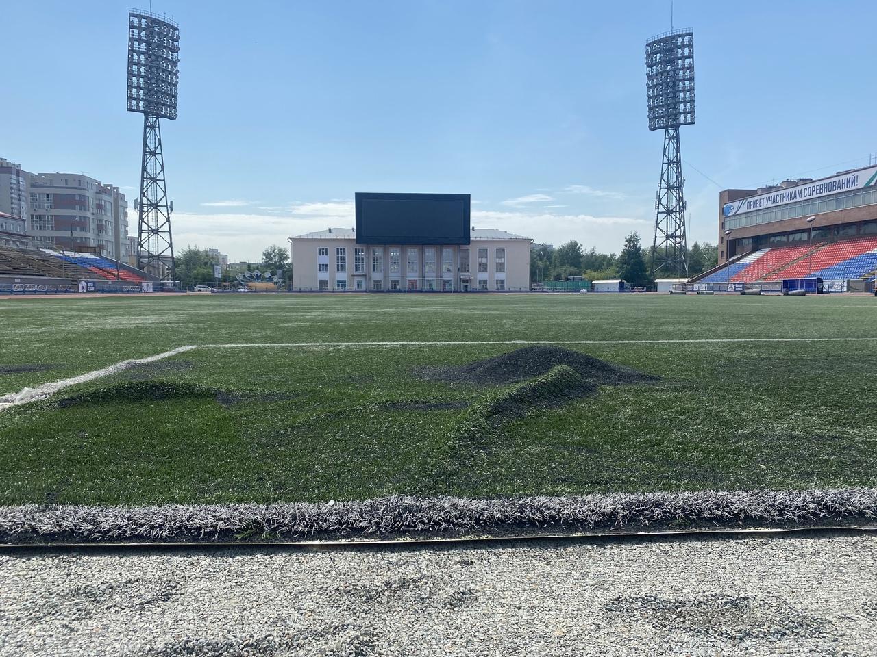 Фото В Новосибирске впервые за 11 лет меняют покрытие на футбольном поле «Спартак» 4