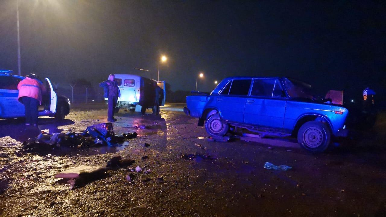 фото Водитель ВАЗ погиб при столкновении с Toyota на дамбе ГЭС в Новосибирске 2