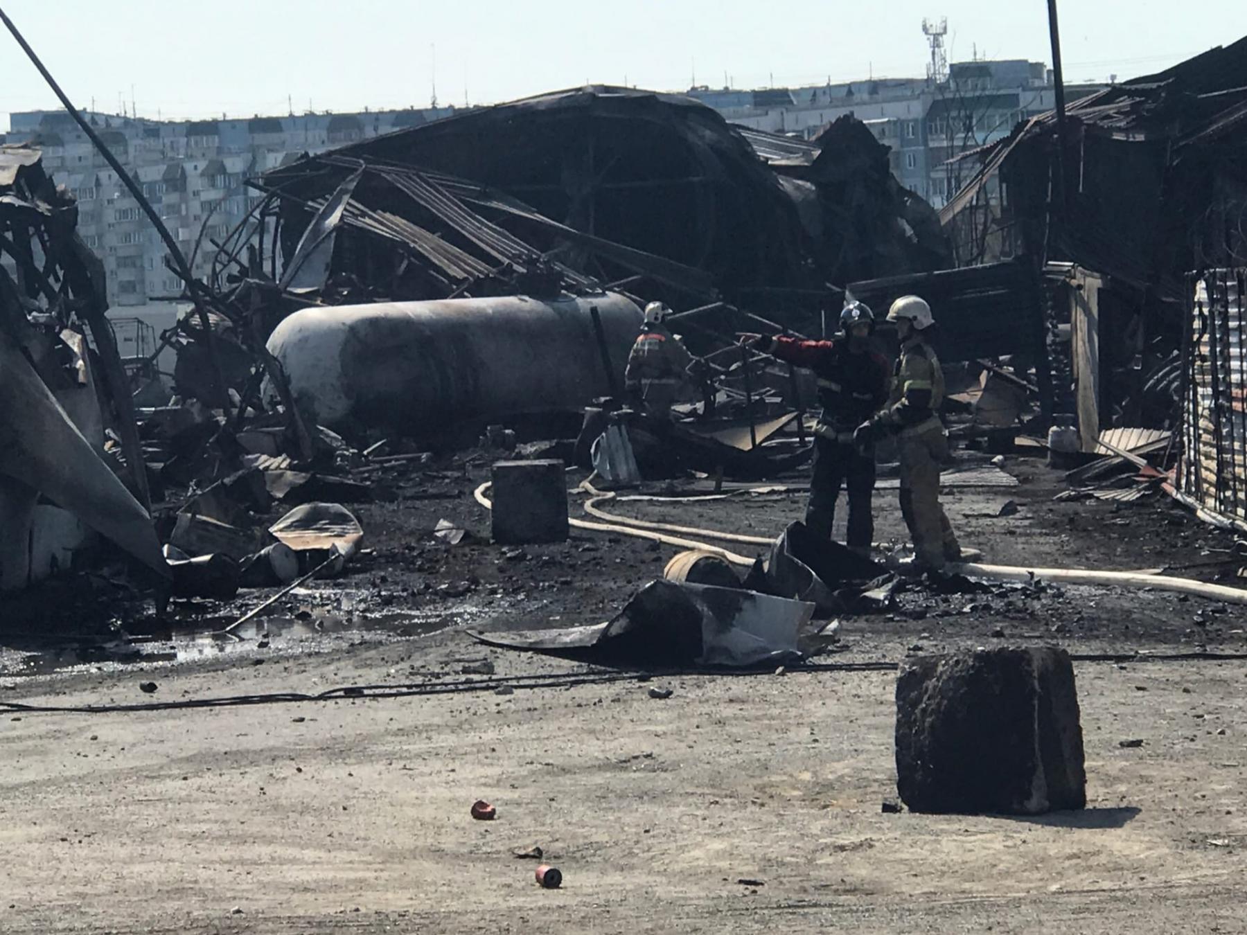 Фото Пожарные продолжают проливку АГЗС после взрыва в Новосибирске 3