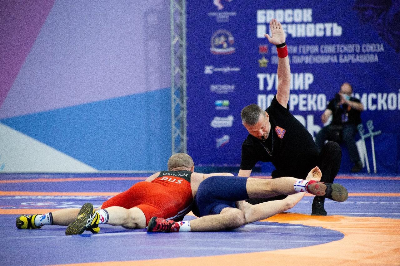 фото В Новосибирске прошли соревнования по греко-римской борьбе памяти Петра Барбашова 5