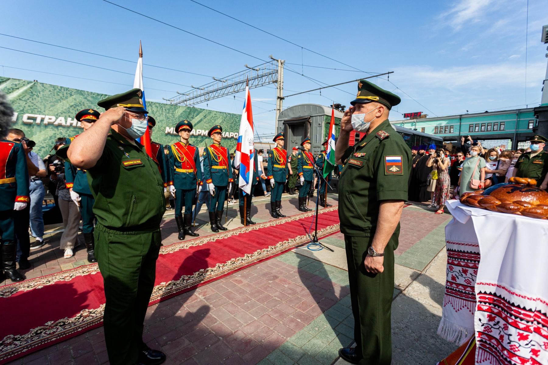 Фото Тематический поезд акции «Мы – армия страны! Мы – армия народа!» прибыл в Новосибирск 3
