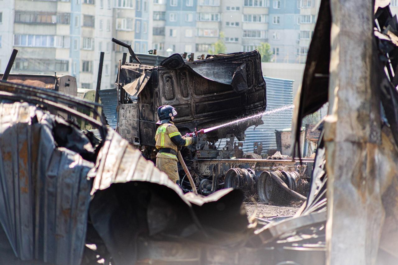 фото От бизнеса остался пепел: предприниматели рассказали о многомиллионных убытках после взрыва на АГЗС в Новосибирске 12