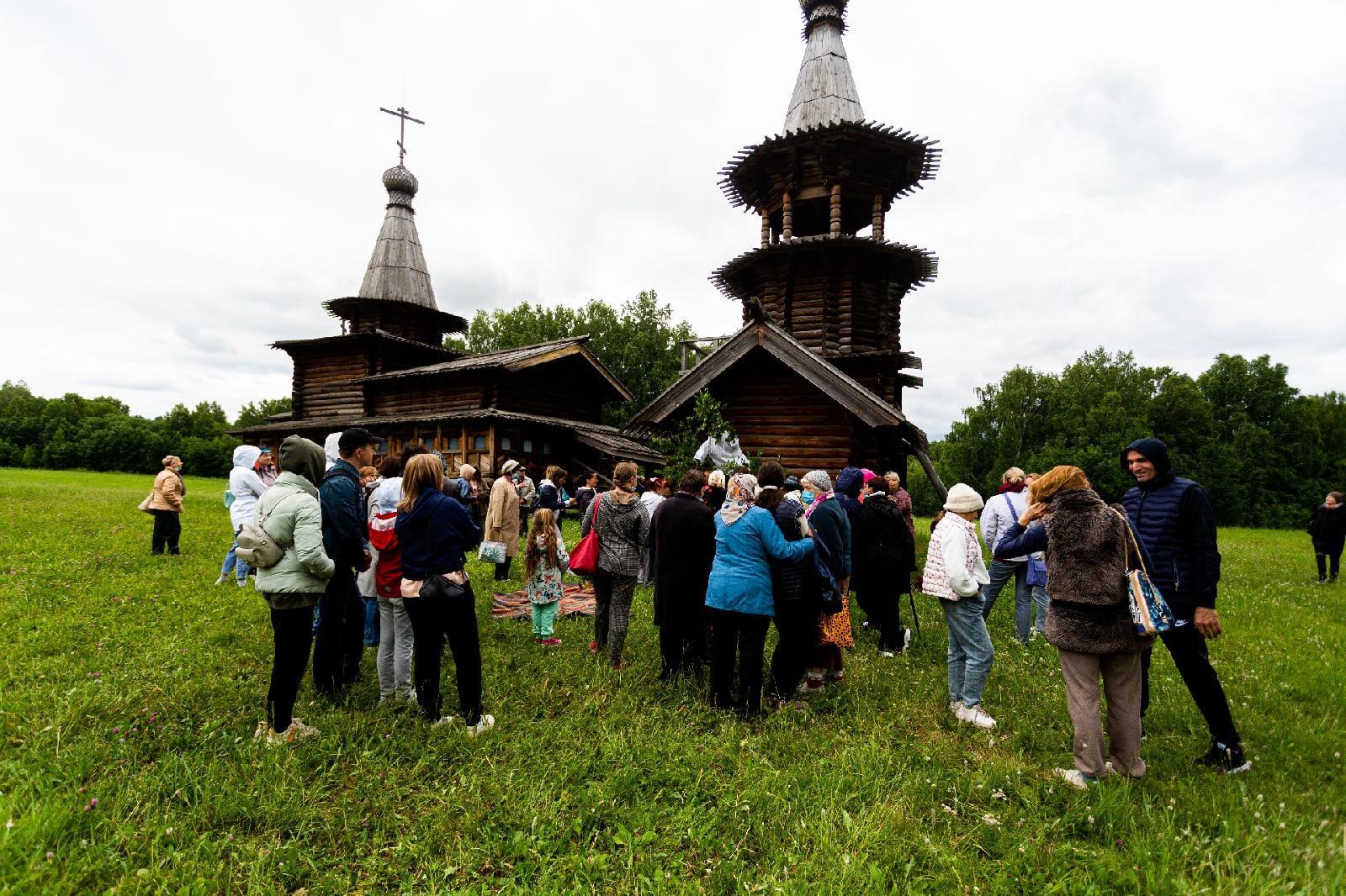 фото Под Новосибирском отпраздновали Троицу 8