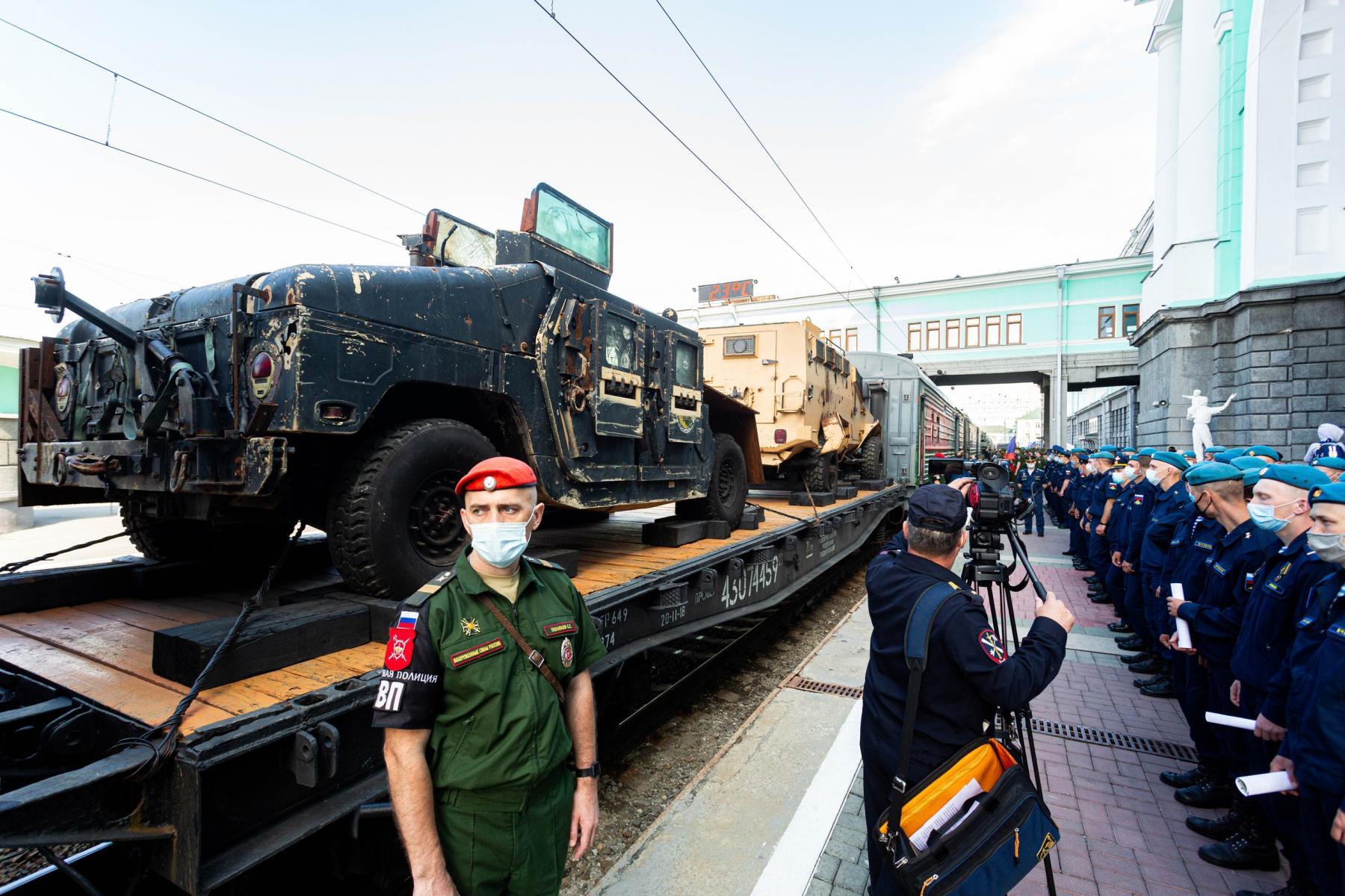 Фото Тематический поезд акции «Мы – армия страны! Мы – армия народа!» прибыл в Новосибирск 4