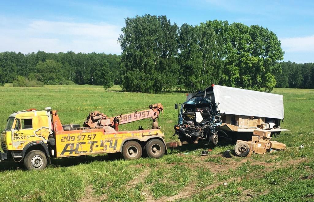 Фото Водитель пострадал в ДТП из-за задремавшего дальнобойщика в Кемеровской области 3
