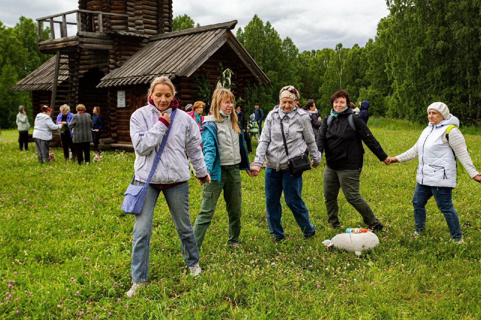 фото Под Новосибирском отпраздновали Троицу 5