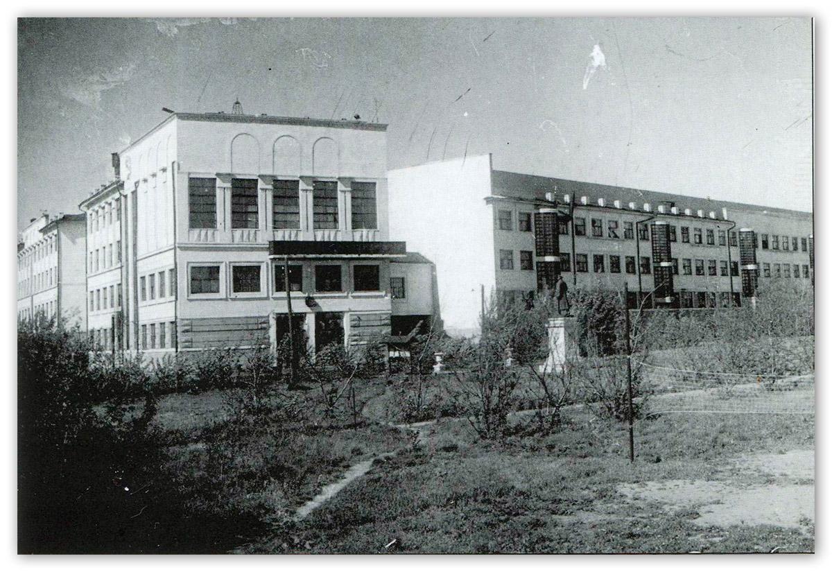 Фото Сталины бетонные и бронзовые 2