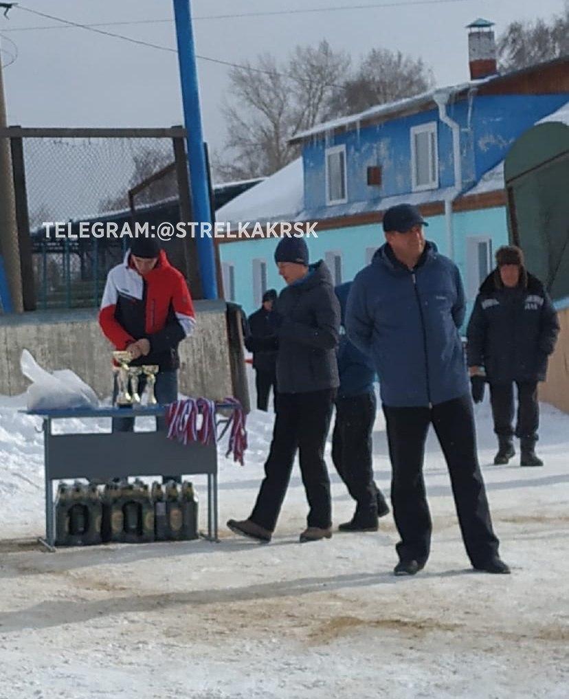 Фото Владимир Владимирович наградил сибирских футболистов пивом 2