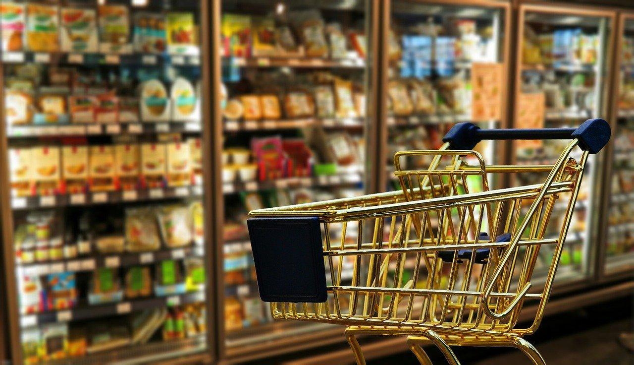 Фото Ажиотаж в магазинах Новосибирска: покупатели сметают продукты, ритейлеры и власти пытаются успокоить людей 3