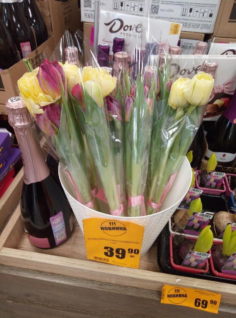 Фото Цветы – на каждом шагу: тюльпановая пятница накрыла Новосибирск 7