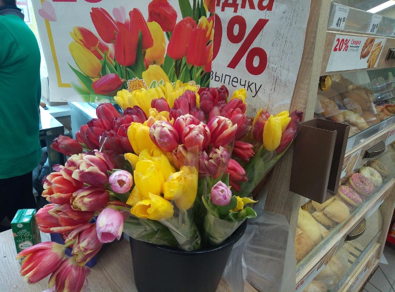 Фото Цветы – на каждом шагу: тюльпановая пятница накрыла Новосибирск 9