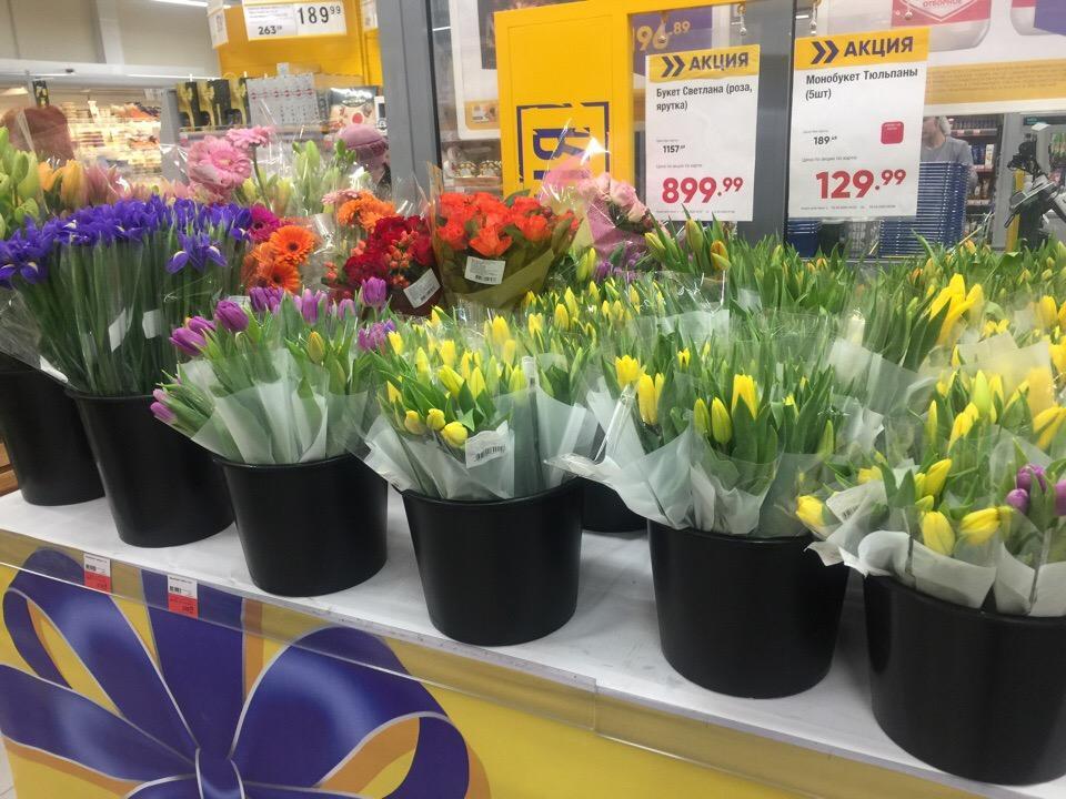 Фото Цветы – на каждом шагу: тюльпановая пятница накрыла Новосибирск 6