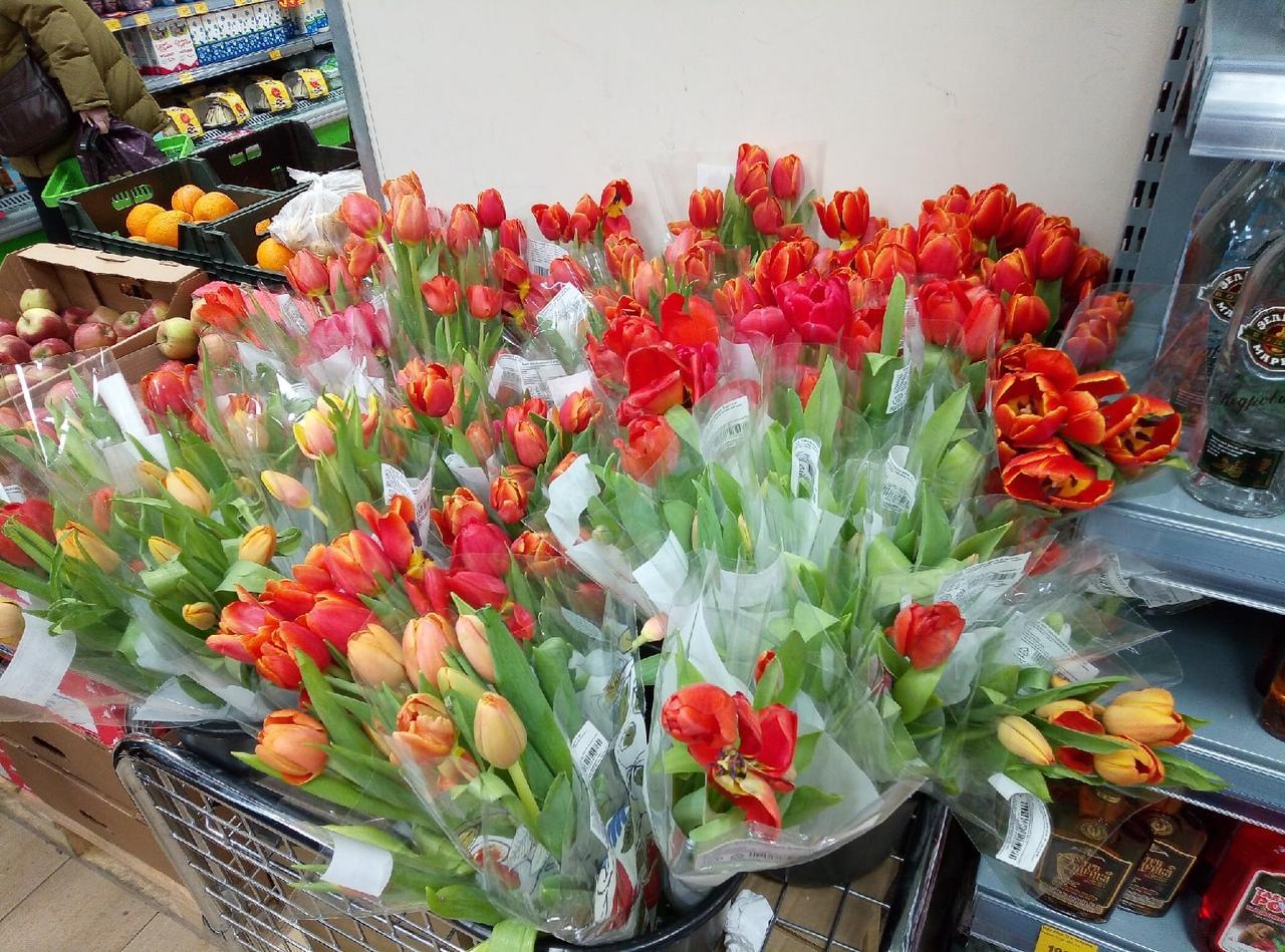 Фото Цветы – на каждом шагу: тюльпановая пятница накрыла Новосибирск 5