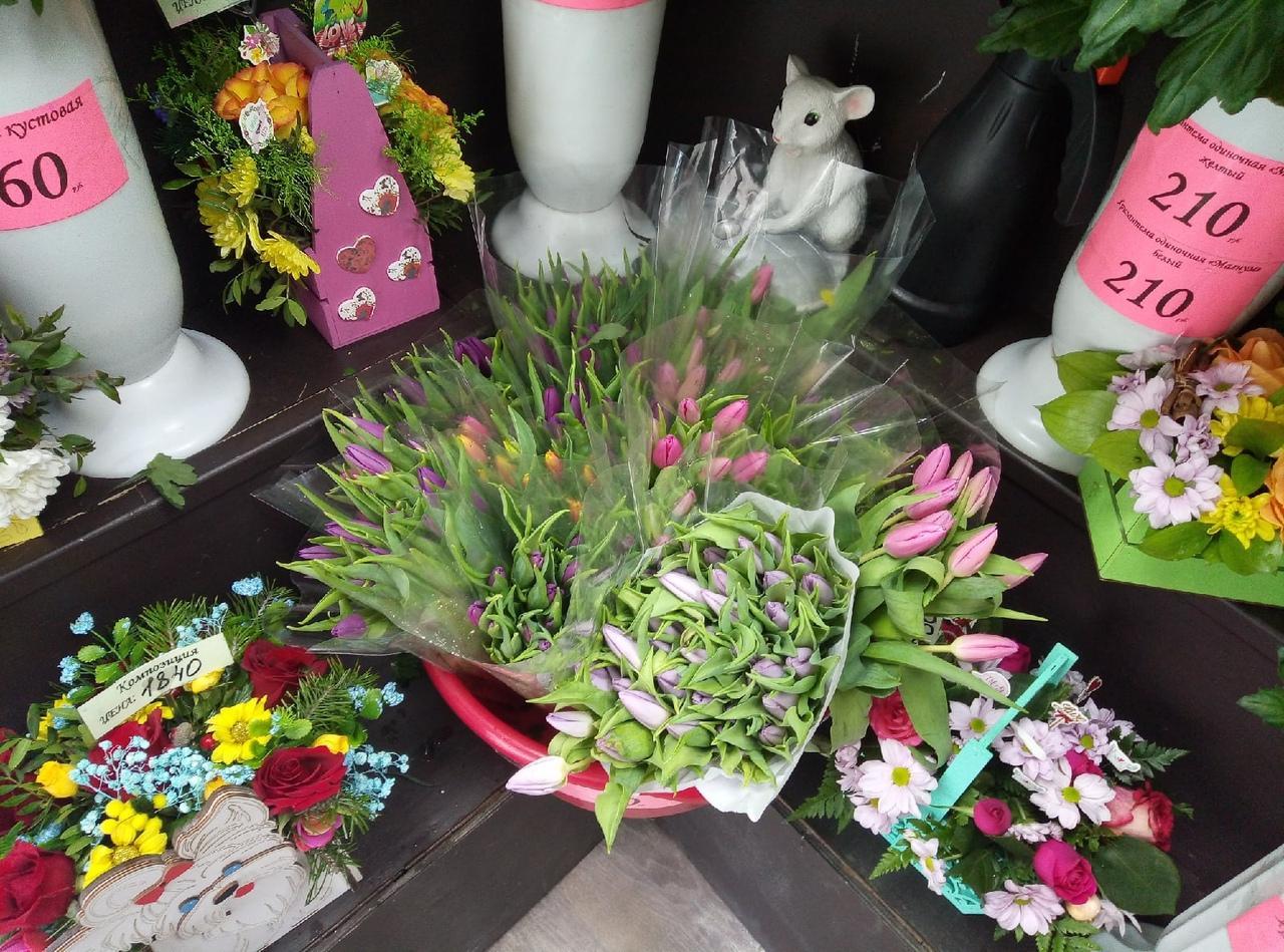 Фото Цветы – на каждом шагу: тюльпановая пятница накрыла Новосибирск 8