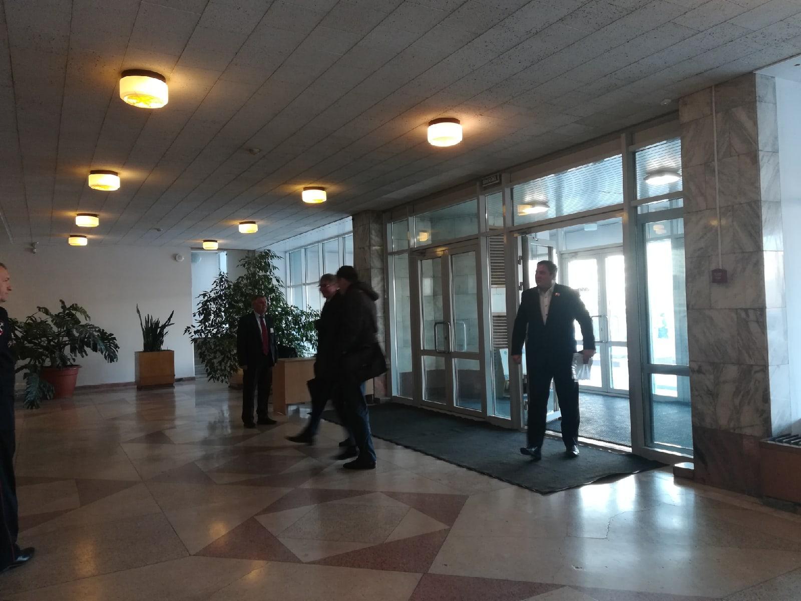 Фото Депутатам Заксобрания Новосибирской области не измеряют температуру на входе 2
