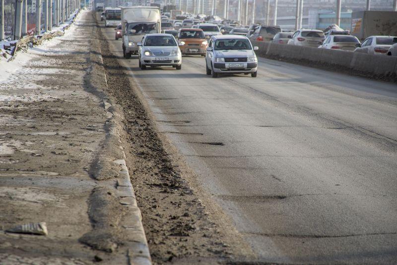 фото Прощай, подвеска: 10 фото убийственных ям на Октябрьском мосту в Новосибирске 6