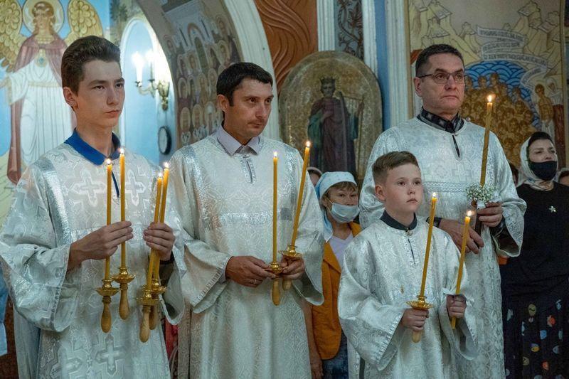 Фото Новосибирские школьники массово становятся алтарниками в храмах 2