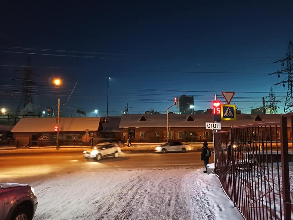Фото Умные светофоры с обратной связью появились в Новосибирске: как они работают и почему их так мало 3