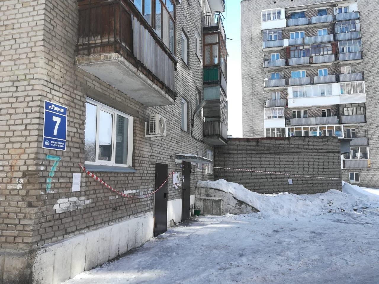 Фото Кровь на снегу: в Новосибирске сосулька-убийца размозжила голову пенсионерке – подробности трагедии 6