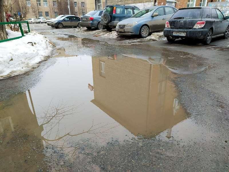 фото Какая отвратительная лужа: дворы и улицы Новосибирска утонули в талой каше 11