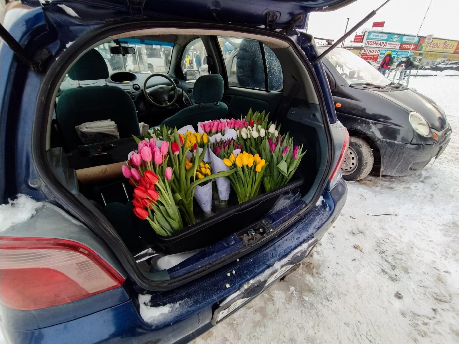 Фото Тюльпаны из багажника: торговцы рассказали о подорожании цветов к 8 Марта в Новосибирске 2