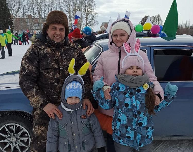 фото «Мужчины косо смотрят – не доверяют»: автоледи из Бердска рассказали, как справляются с механикой и зачем им на самом деле машины 3