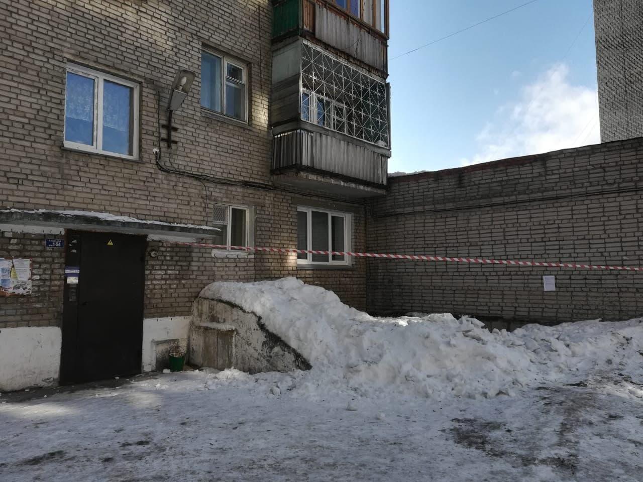 Фото Кровь на снегу: в Новосибирске сосулька-убийца размозжила голову пенсионерке – подробности трагедии 2