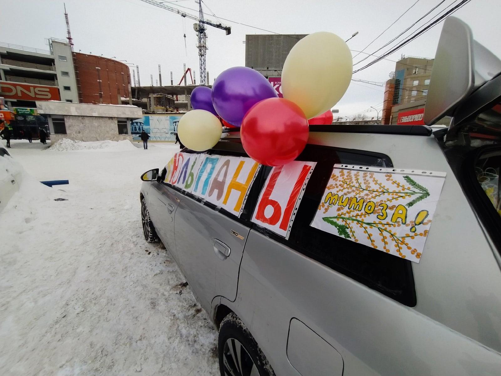 Фото Тюльпаны из багажника: торговцы рассказали о подорожании цветов к 8 Марта в Новосибирске 4