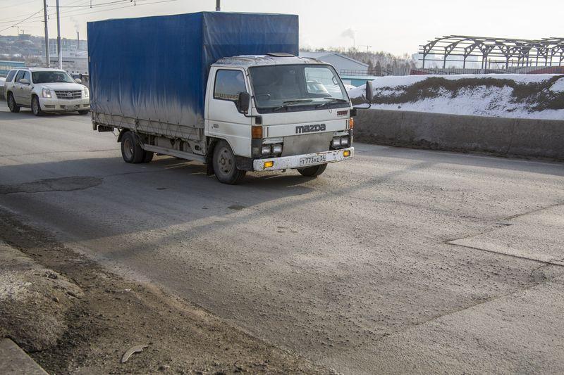 фото Прощай, подвеска: 10 фото убийственных ям на Октябрьском мосту в Новосибирске 3