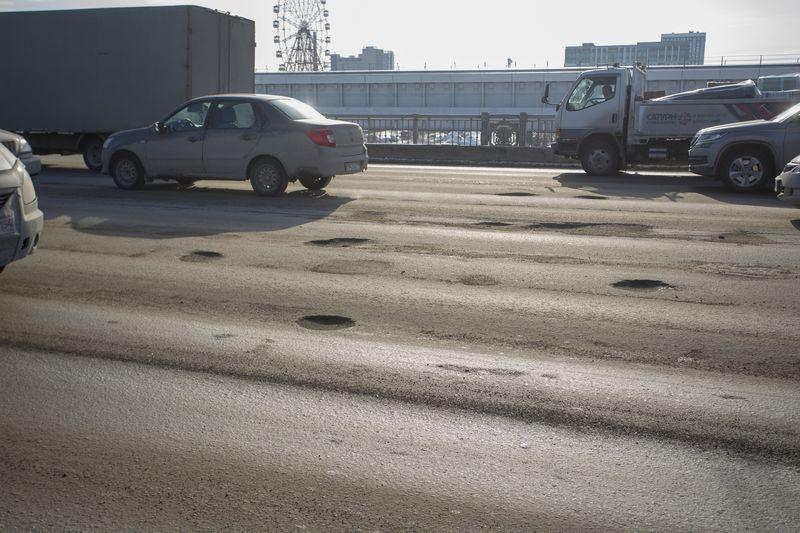 фото Прощай, подвеска: 10 фото убийственных ям на Октябрьском мосту в Новосибирске 5