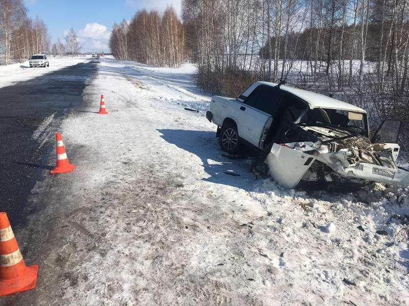 Фото В аварии в Омской области погиб человек, его пятилетняя внучка и ещё три человека в больнице – фото 2