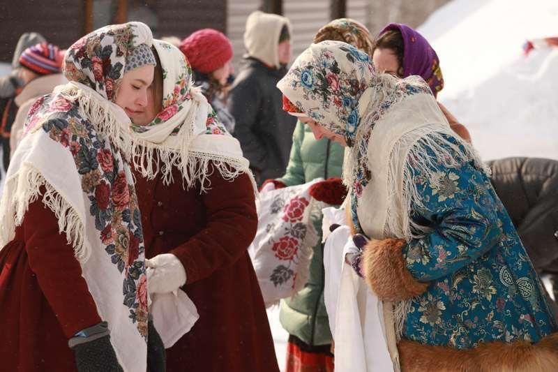 фото Проводы зимы, лучшие рецепты блинов, страшные подробности пожара под Новосибирском, протесты новосибирских зоозащитников: главные события выходных 2