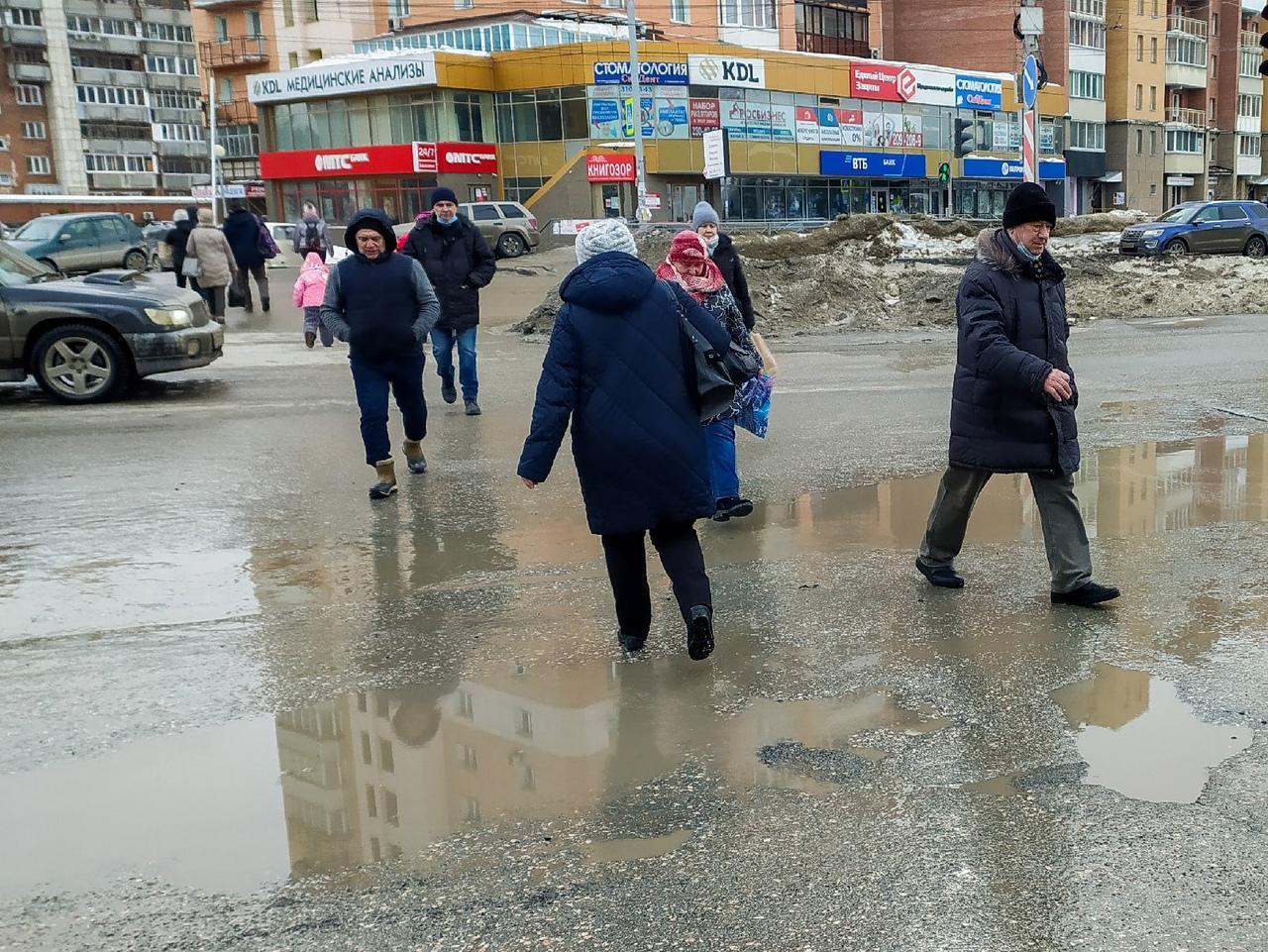 Фото Грязная весна в Новосибирске: 10 ужасающих фото улиц и дворов города 3