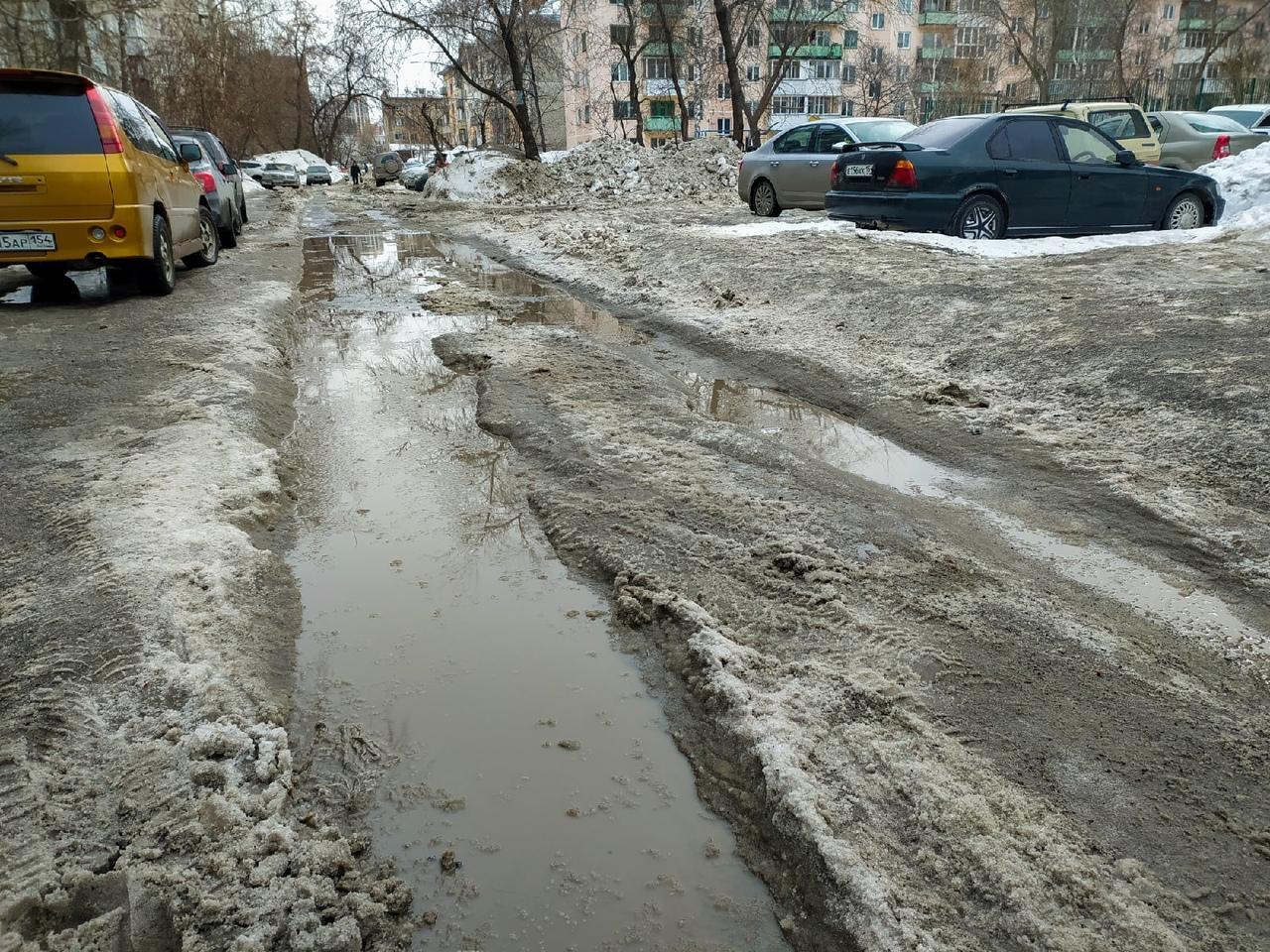 Фото Грязная весна в Новосибирске: 10 ужасающих фото улиц и дворов города 7