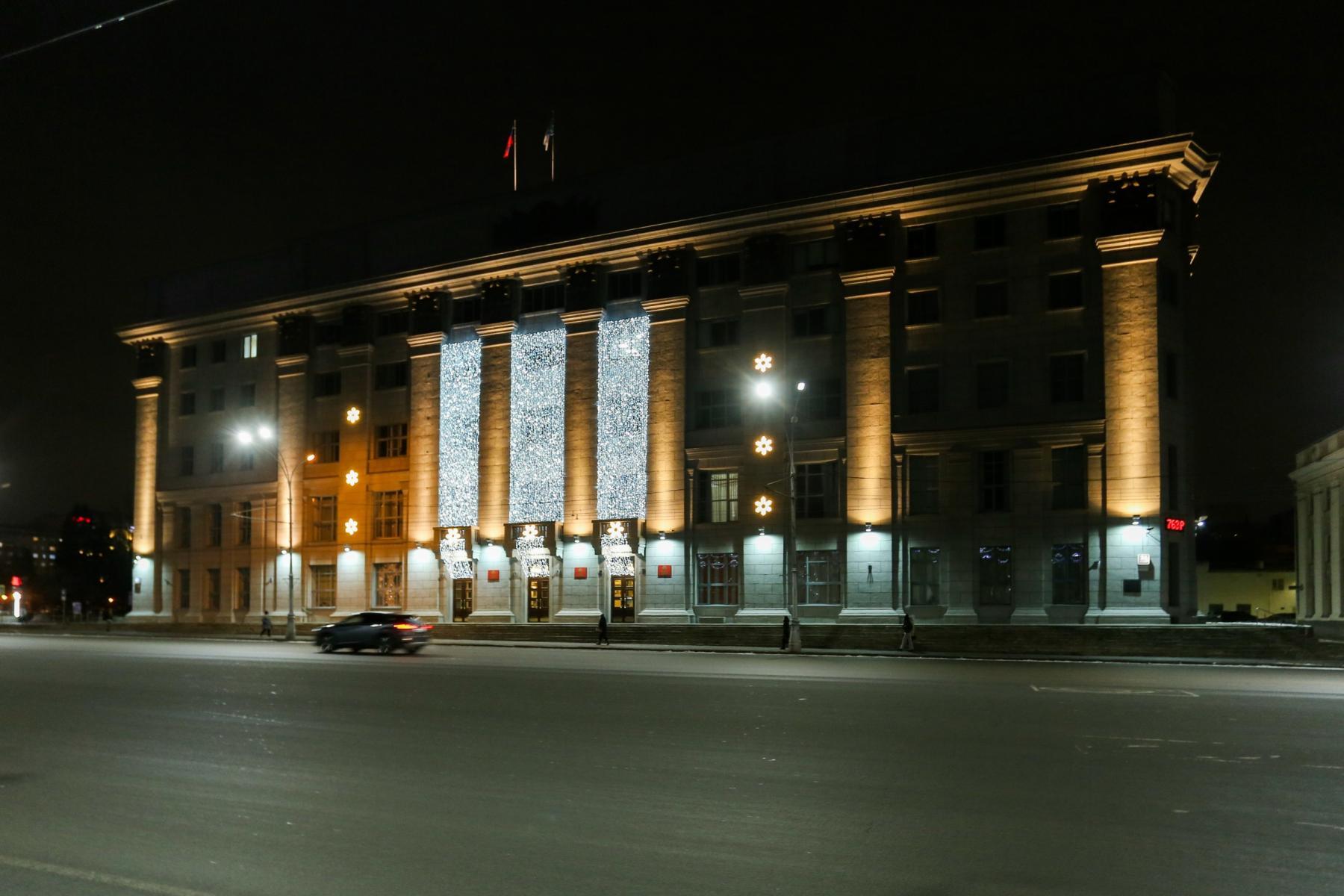 фото Подсветку здания мэрии отключат на час в Новосибирске 2