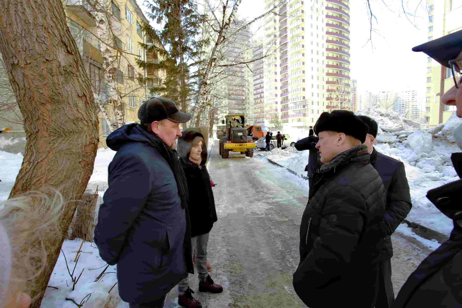 Фото Локоть дал две недели на вывоз снега из дворов в Новосибирске 2