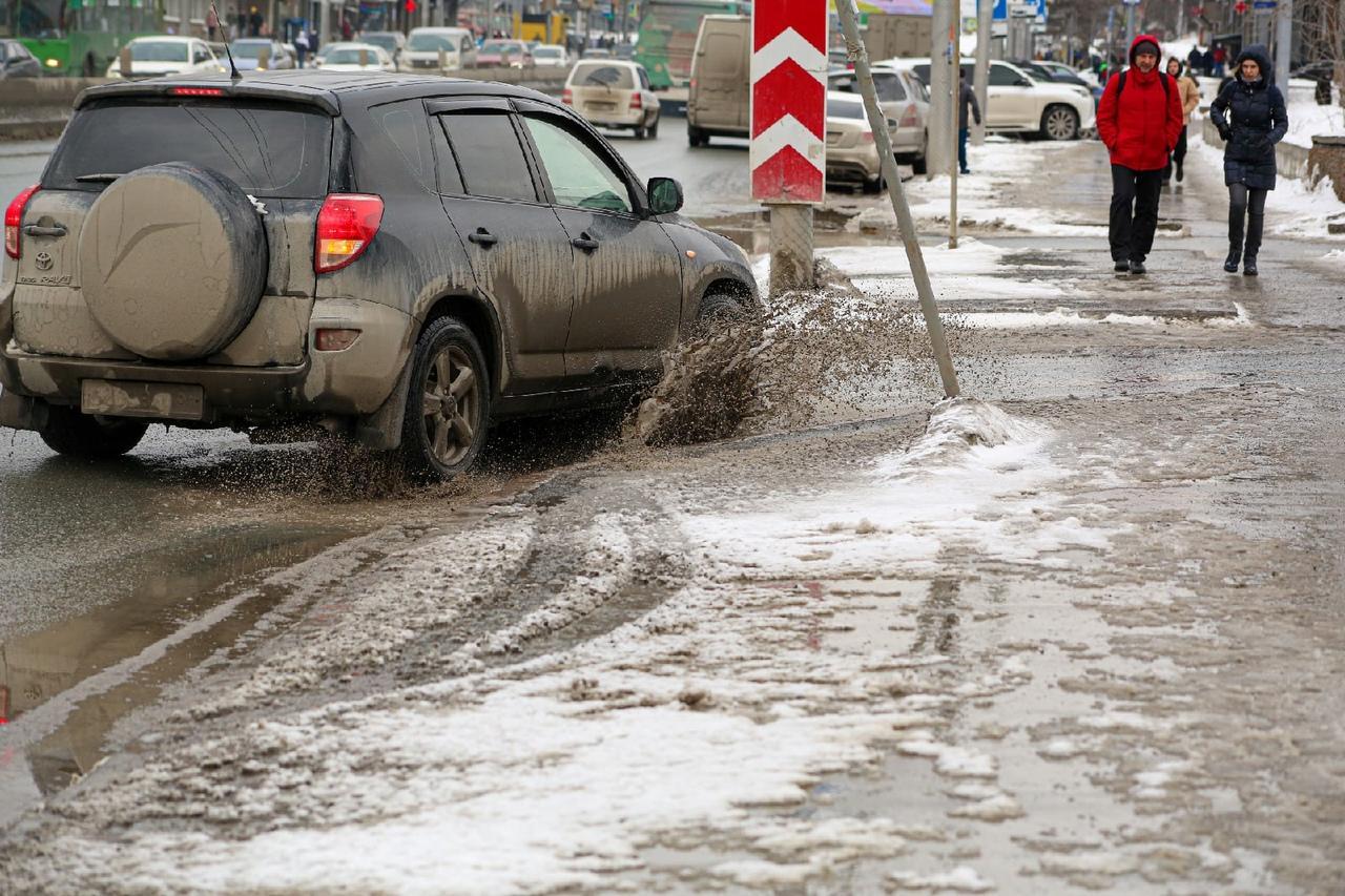 Фото Грязная весна в Новосибирске: 10 ужасающих фото улиц и дворов города 11