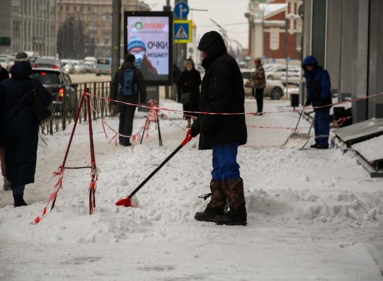 Фото Коммунальщики чистят Новосибирск после разгромного ролика блогера Варламова 2