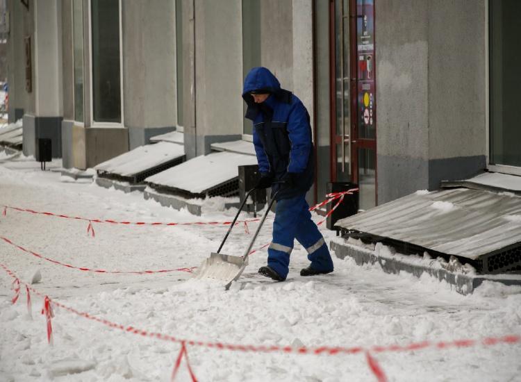 Фото Коммунальщики чистят Новосибирск после разгромного ролика блогера Варламова 3