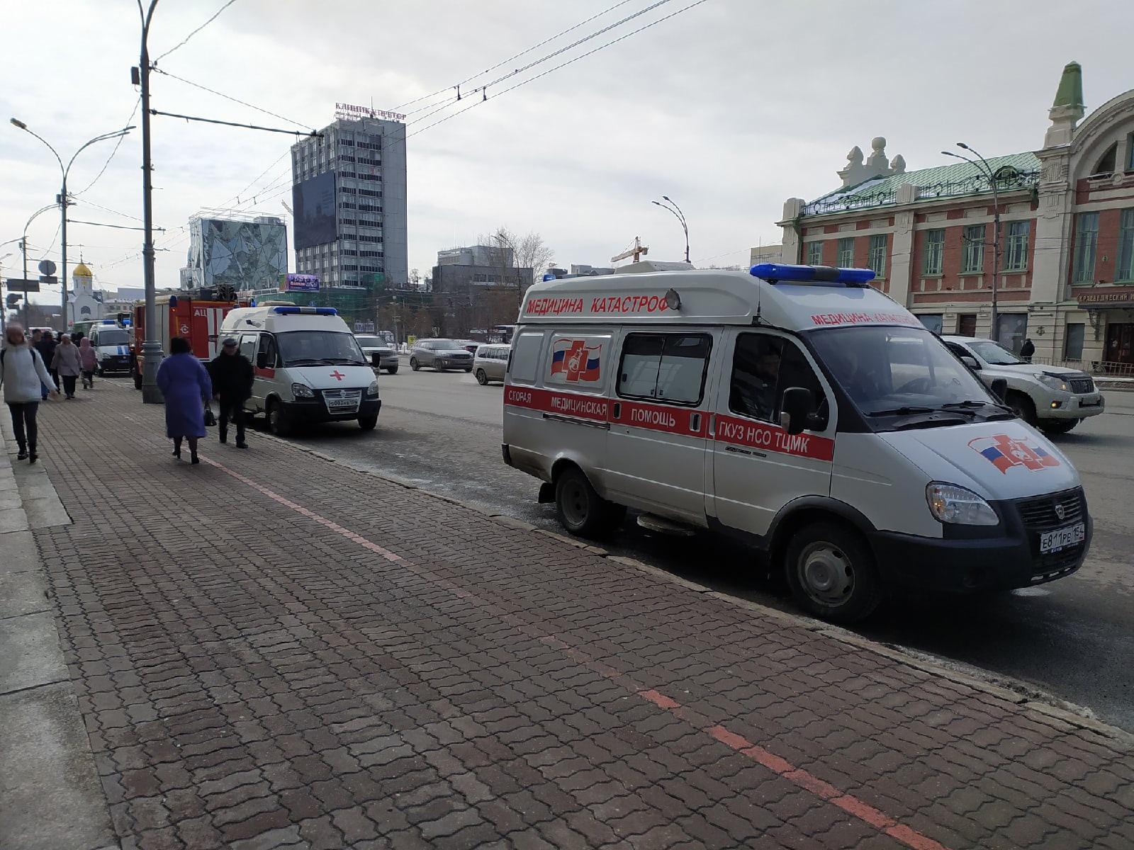 фото Силовики с собаками ищут бомбу в мэрии Новосибирска 4