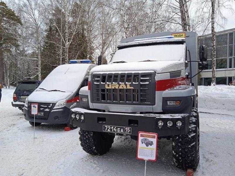 фото Военная техника появилась у Дома учёных СО РАН в Новосибирске 2