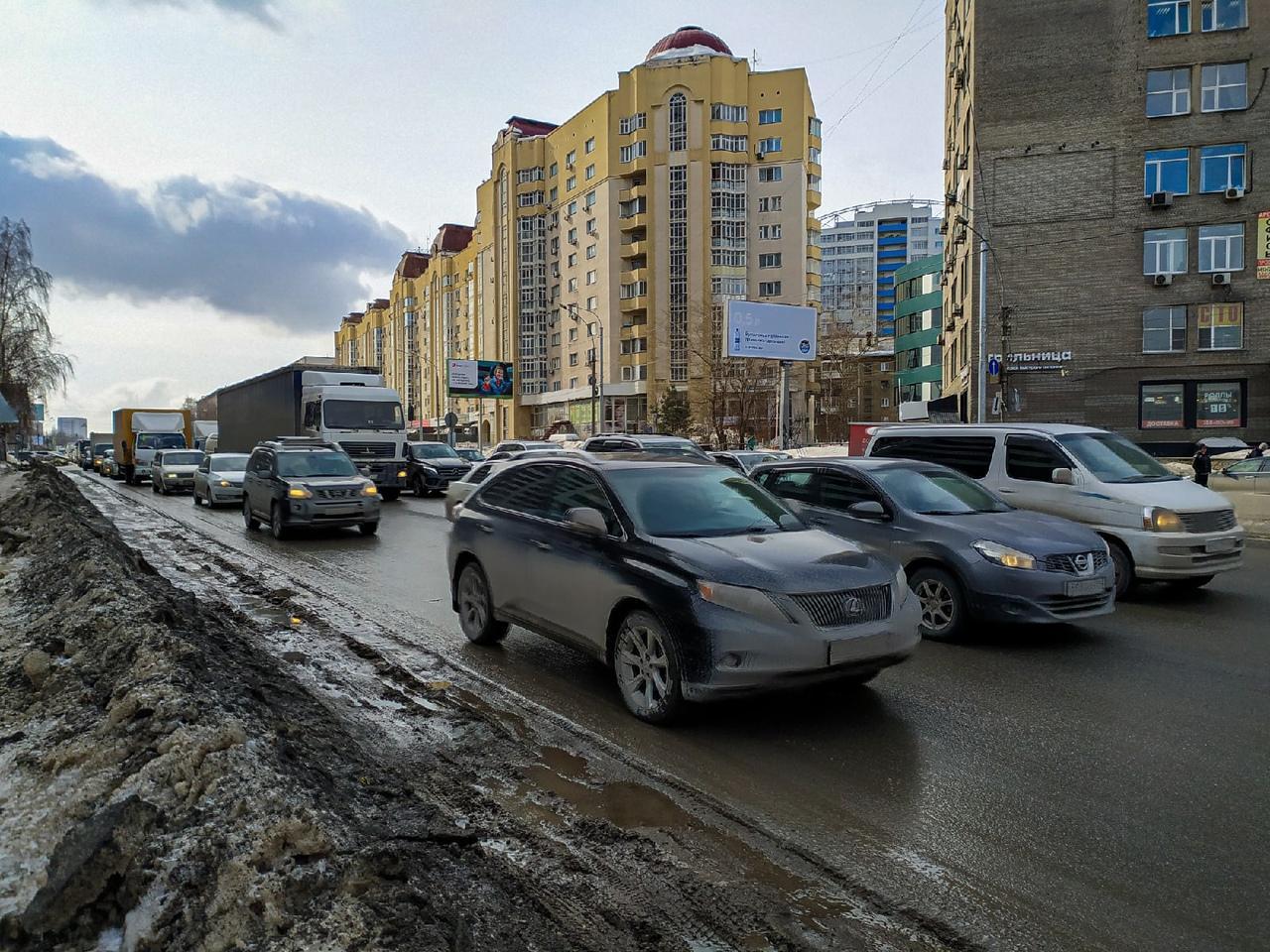 Фото Грязная весна в Новосибирске: 10 ужасающих фото улиц и дворов города 9