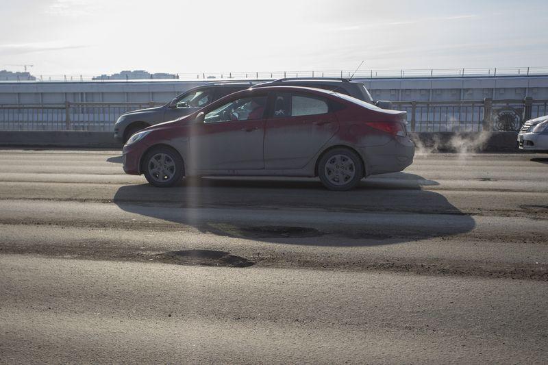 фото Прощай, подвеска: 10 фото убийственных ям на Октябрьском мосту в Новосибирске 4