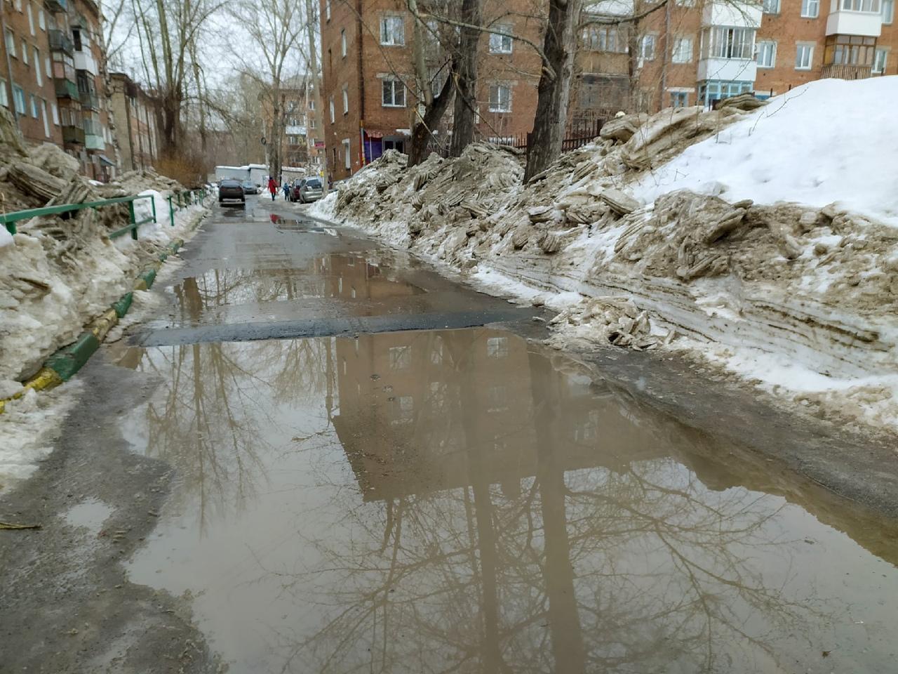 Фото Грязная весна в Новосибирске: 10 ужасающих фото улиц и дворов города 8