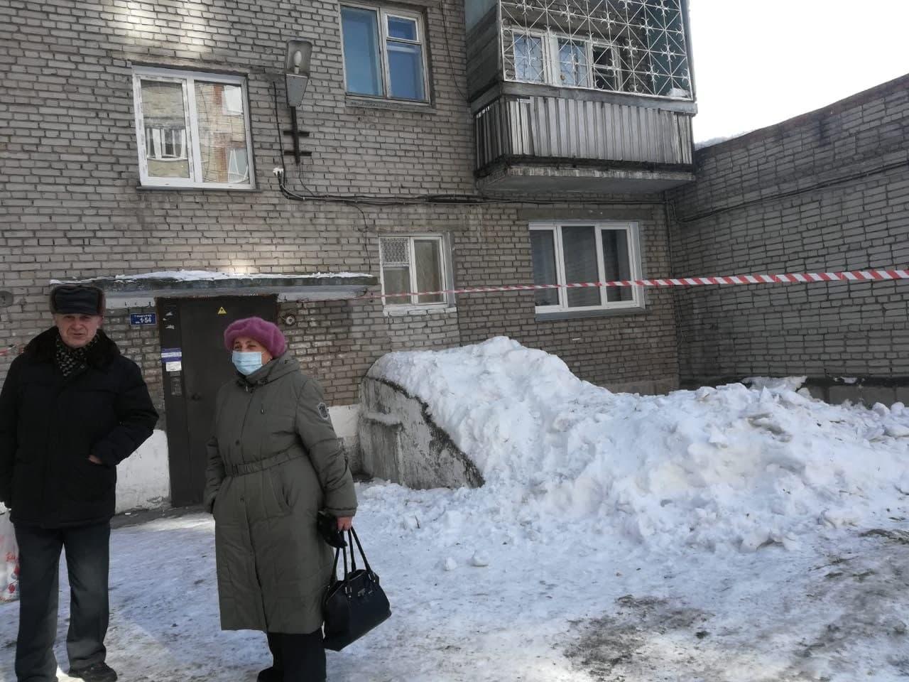 Фото Кровь на снегу: в Новосибирске сосулька-убийца размозжила голову пенсионерке – подробности трагедии 5