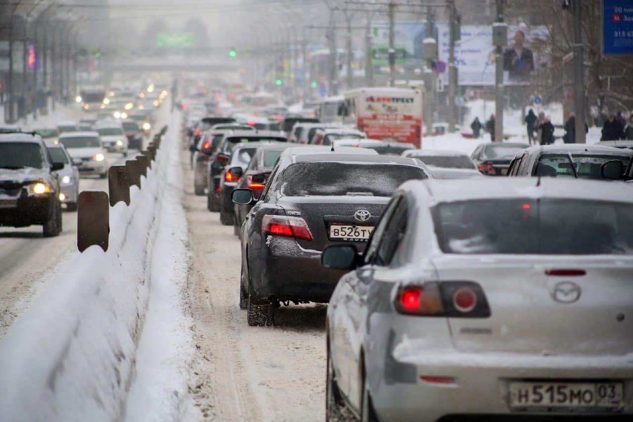 фото Мартом не пахнет: смотрим на заваленные снегом улицы Новосибирска в первый день весны 8