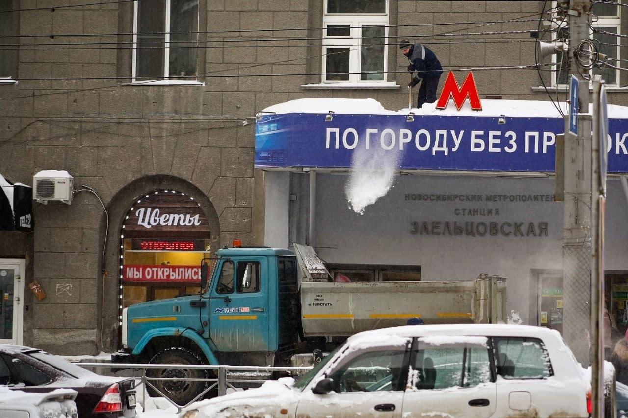 фото Мартом не пахнет: смотрим на заваленные снегом улицы Новосибирска в первый день весны 6