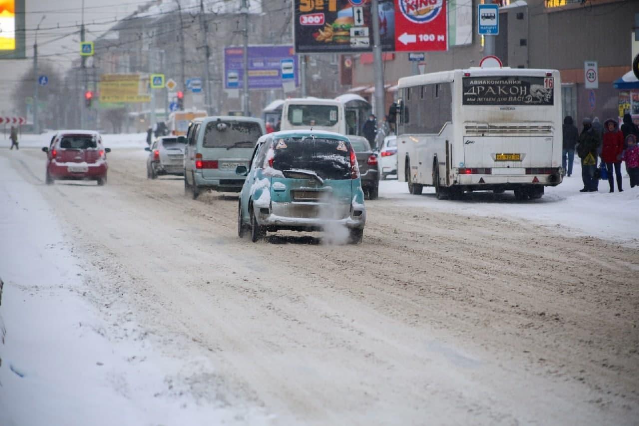 фото Мартом не пахнет: смотрим на заваленные снегом улицы Новосибирска в первый день весны 3