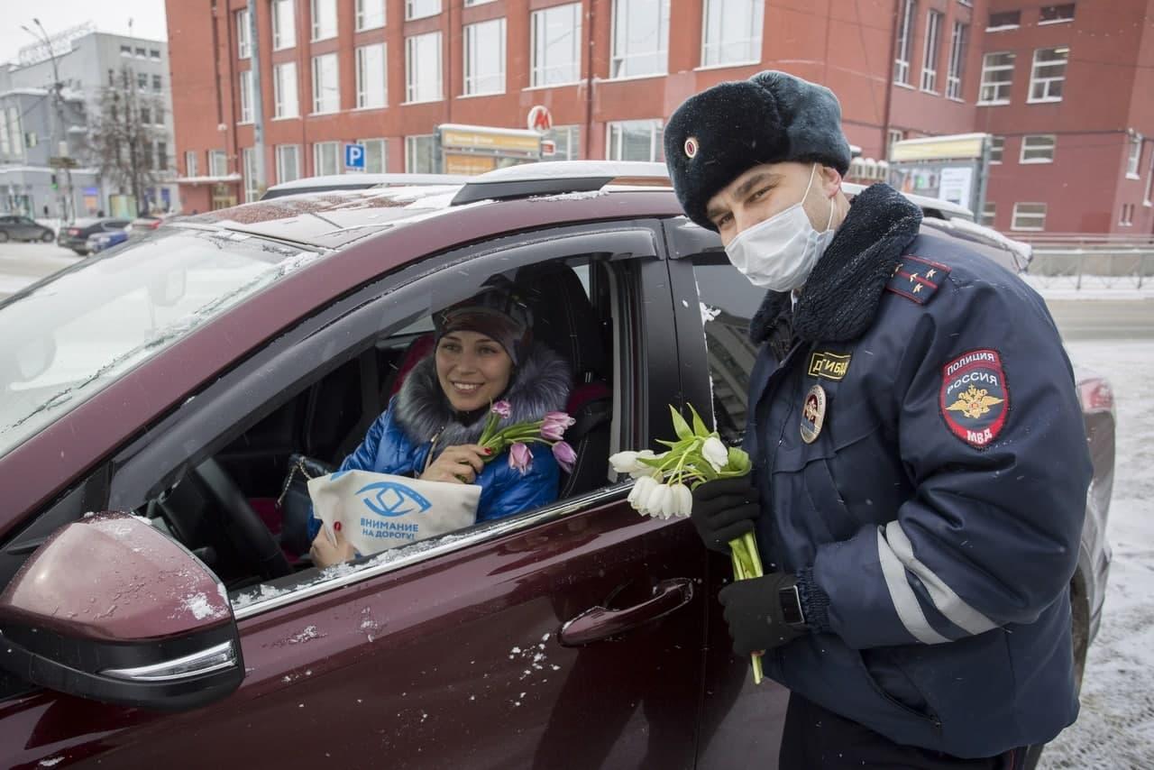 фото «Ой, как приятно!»: смотрим на счастливых сибиярчек, которых тормозили инспекторы с тюльпанами 14