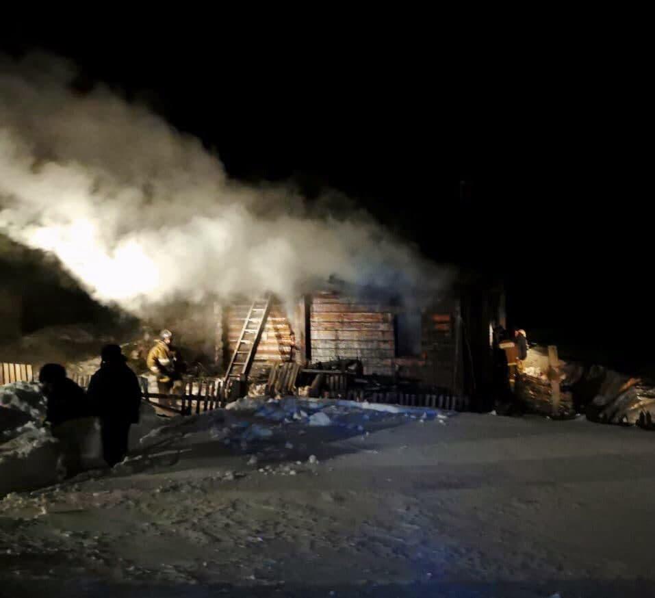 фото Плеснул в печь жидкость для розжига: страшные подробности пожара под Новосибирском, где сгорели мать и двое детей 3